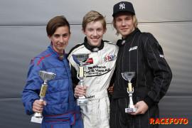Pallen i Formula Basic Race 1. Fr v: Oliver Andersen, Theodor Olsen och Dennis Moen.